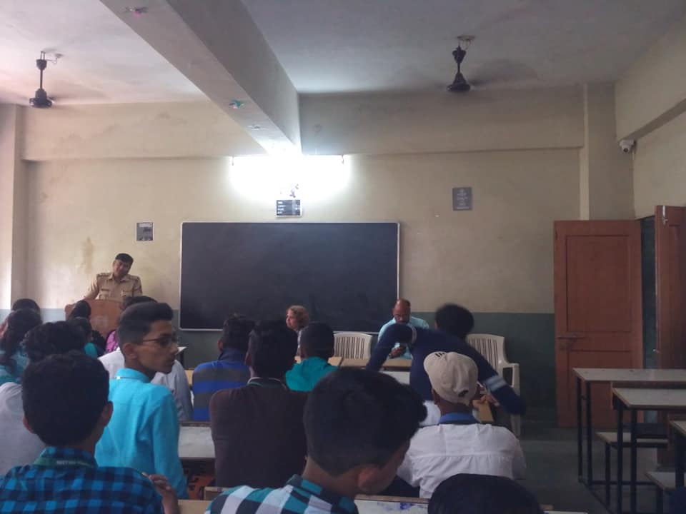 Shri Patkar guided junior college students